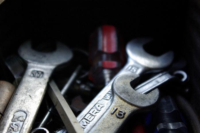 Narzędzia, które powinny znajdować się w każdym samochodzie